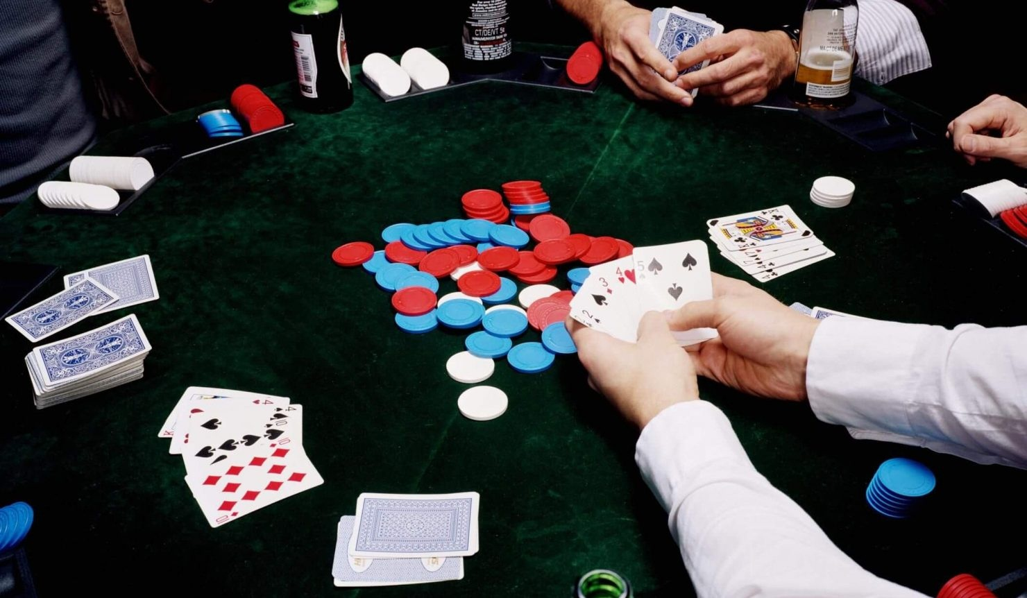 How many decks of cards do you need to play poker