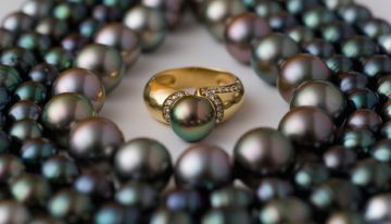 How Black Pearls Get Their Color?